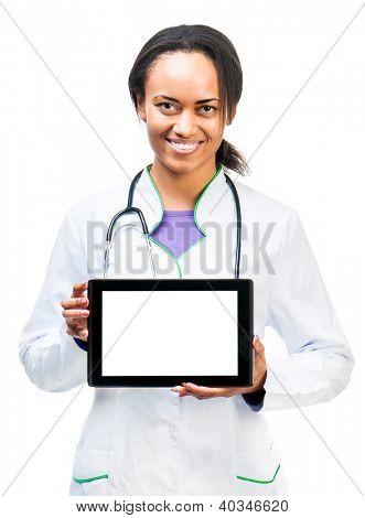 Buen Doctor muestra una tableta digital aislada sobre fondo blanco
