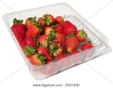 eine Schale des frischen Erdbeeren, isoliert auf weiss.