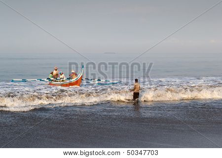 PADANG - AUGUST 25: A team of fishermen take the boat out to sea to lay the fishing nets in Padang, West Sumatera, Indonesia on August 25, 2013. Resources from the sea is a major revenue earner.