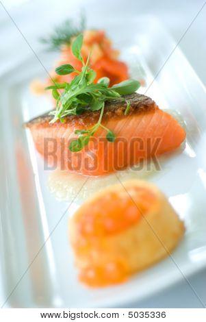 Salmão e Caviar