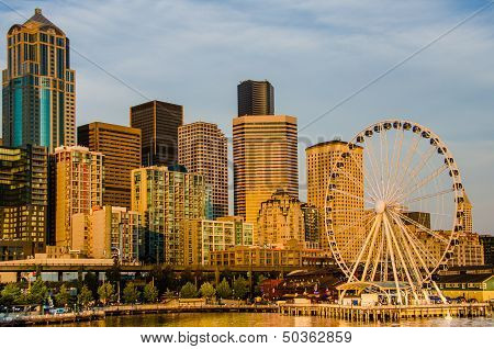 City Skyline and the SeattleGreat Wheel