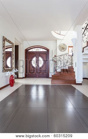 Classy House - Entry