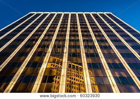 Evening Light On The Pnc Bank Building In Downtown Wilmington, Delaware.