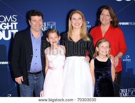 LOS ANGELES - APR 29:  Sean Astin, Christine Harrell, Alexandra Astin, Elizabeth Astin  arrives to the