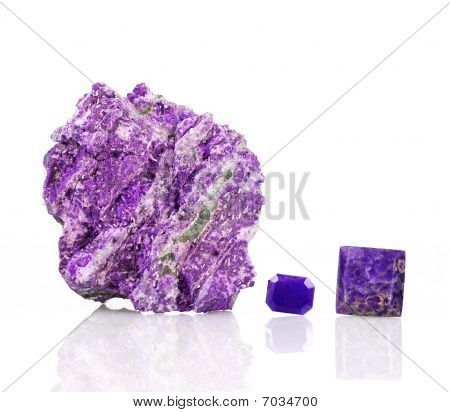 Sugilite or Luvulite