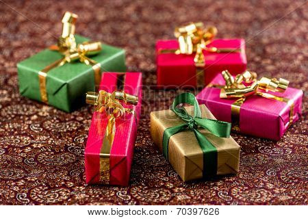 Five Little Presents with Bows