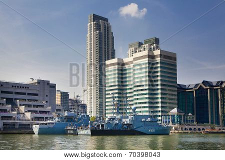 LONDON, CANARY WHARF UK - AUGUST 17, 2014: - Modern glass architecture of Canary Wharf business aria