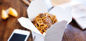 foto of lo mein  - beef lo mein in take out box panorama - JPG
