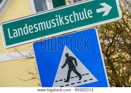 landesmusikschule signs, symbol of education, culture, musicality, factional dispute