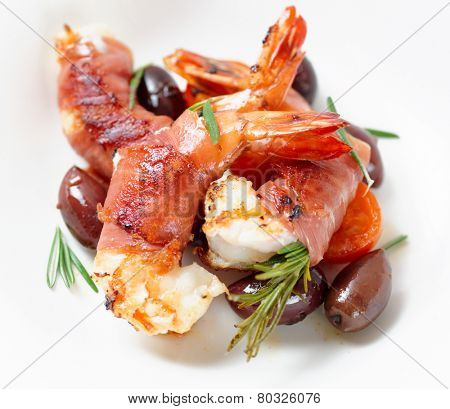 Shrimps with bacon, olives and rosemary, close-up