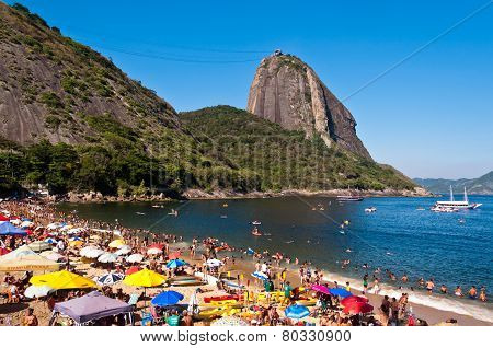 Crowded Red Beach with view of Sugarloaf Mountain