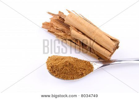 Cinnamon and cinnamon powder