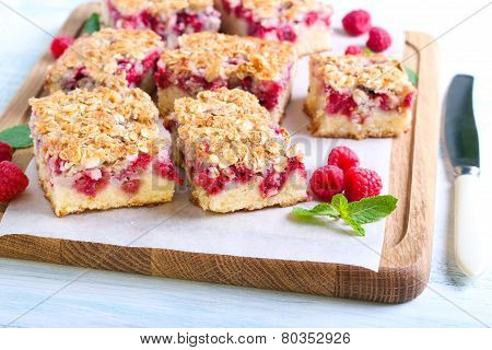 Raspberry Crumble Cake S