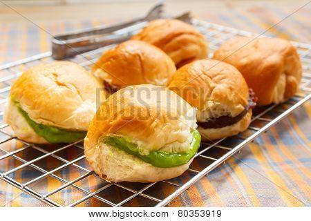 Bread With Custard Pandan.