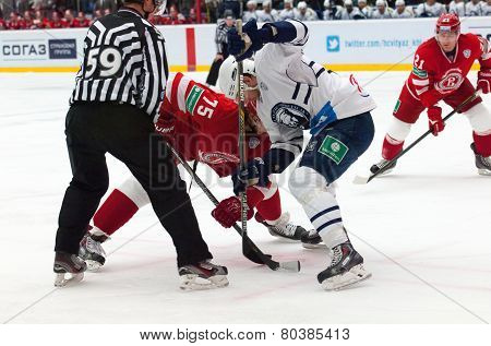 M. Yakubov (75) Vs G. Kinrade (4) On Faceoff