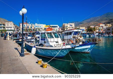 Wharf, citylights and cosy traditional Greek boats