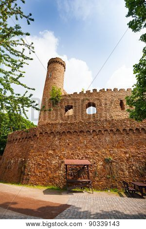 Walls and tower ruins of old Auerbach castle