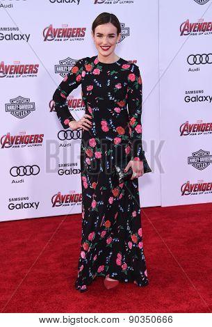 LOS ANGELES - APR 14:  Elizabeth Henstridge arrives to the Marvel's