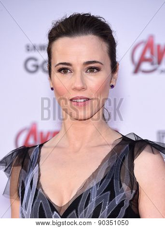 LOS ANGELES - APR 14:  Linda Cardellini arrives to the Marvel's
