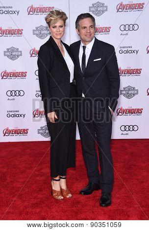 LOS ANGELES - APR 14:  Mark Ruffalo & Sunrise Coigney arrives to the Marvel's