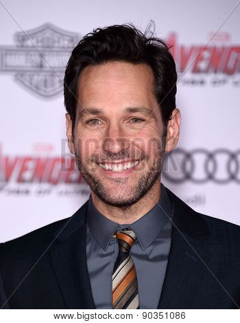 LOS ANGELES - APR 14:  Paul Rudd arrives to the Marvel's