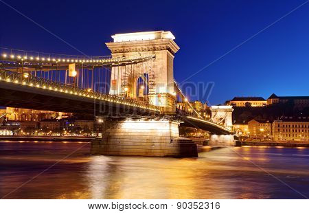 Chain Bridge In Budapest In Evening.