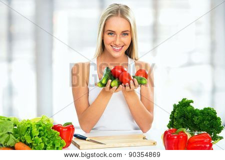 Young woman cooking  vegetable salad