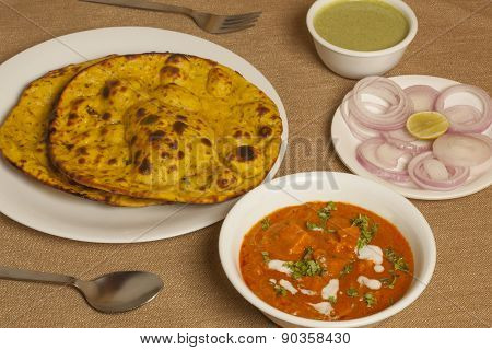 Panner butter masala with missi roti