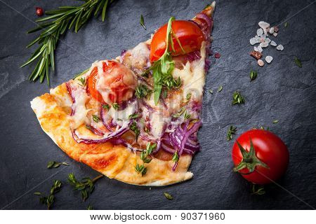 Pizza with cherry tomatoes and arugula