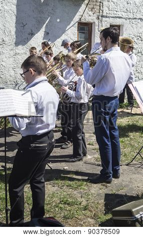 Mstyora,Russia-May 9,2015:Children play on music instrument