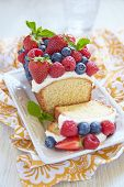 picture of pound cake  - Fresh berry cake with strawberry - JPG