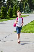 pic of knapsack  - Cute girl go to school with pink knapsack - JPG