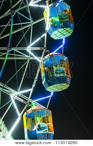 People Enjoy The Big Wheel In The Amusement Park In Delhi