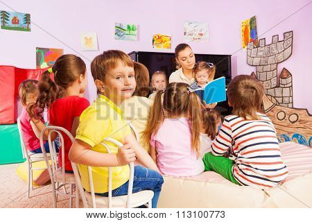 Kids listen to teacher storytelling reading book