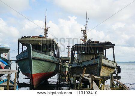 SANDAKAN,SABAH - DEC 27, 2015 : Abandoned fishing boat near pantai Pasir Putih, Sandakan, Sabah.