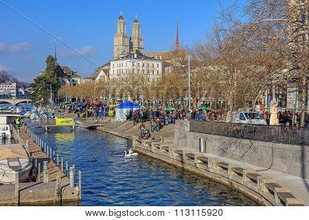 Limmatquai Quay Just Before Zurich Samichlaus-schwimmen Start
