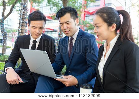 Group of business people using the laptop computer for discuss the project planning
