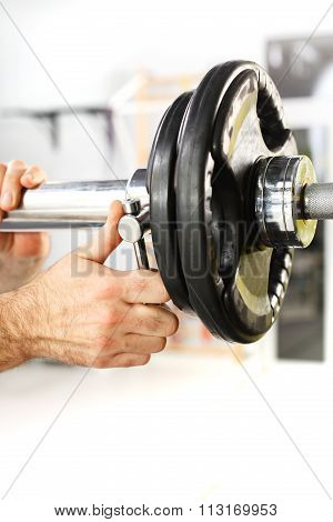 Barbell, the coach does load