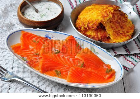 potato pancakes with sour cream and smoked salmon