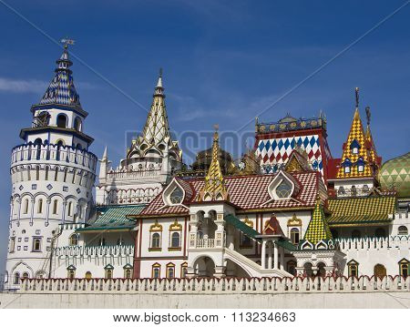 Moscow vernisage Izmaylovo (Izmaylovskiy) - wooden architecture exhibition and fair of crafts famous touristic object.