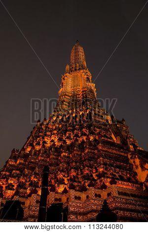 Wat Arun night scenes on orange light