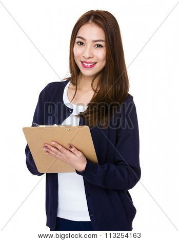 Woman use of the clipboard