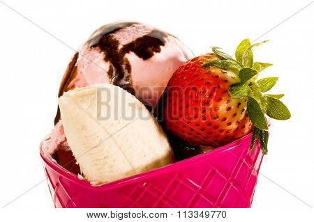 Close-up image of fresh ice cream with fruits