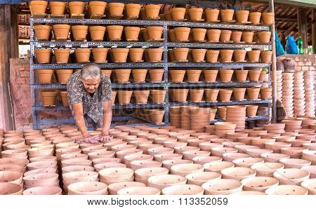 Pottery workers check before selling ceramic products