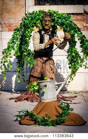 Musician Disguised As Tree Entertains Tourists In Venice