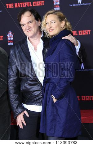LOS ANGELES - JAN 5:  Quentin Tarantino, Zoe Bell at the Quentin Tarantino Hand & Footprints Ceremony at the TCL Chinese Theater IMAX on January 5, 2016 in Los Angeles, CA