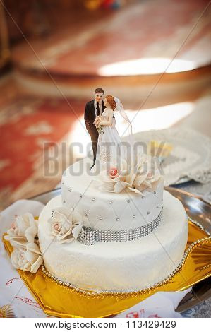 Bridal White Cake With Bride And Groom Figurines