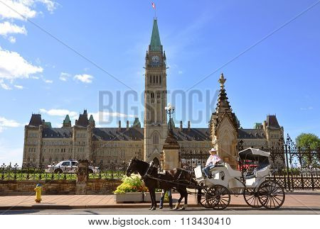 Horse drawn carriage tours in Parliament Building