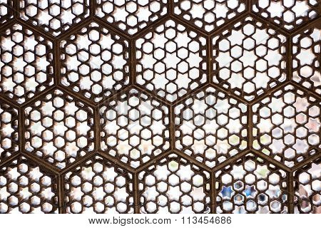 Lattice Windows in Fort