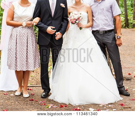 wedding couple  and the best man with  bridesmaids
